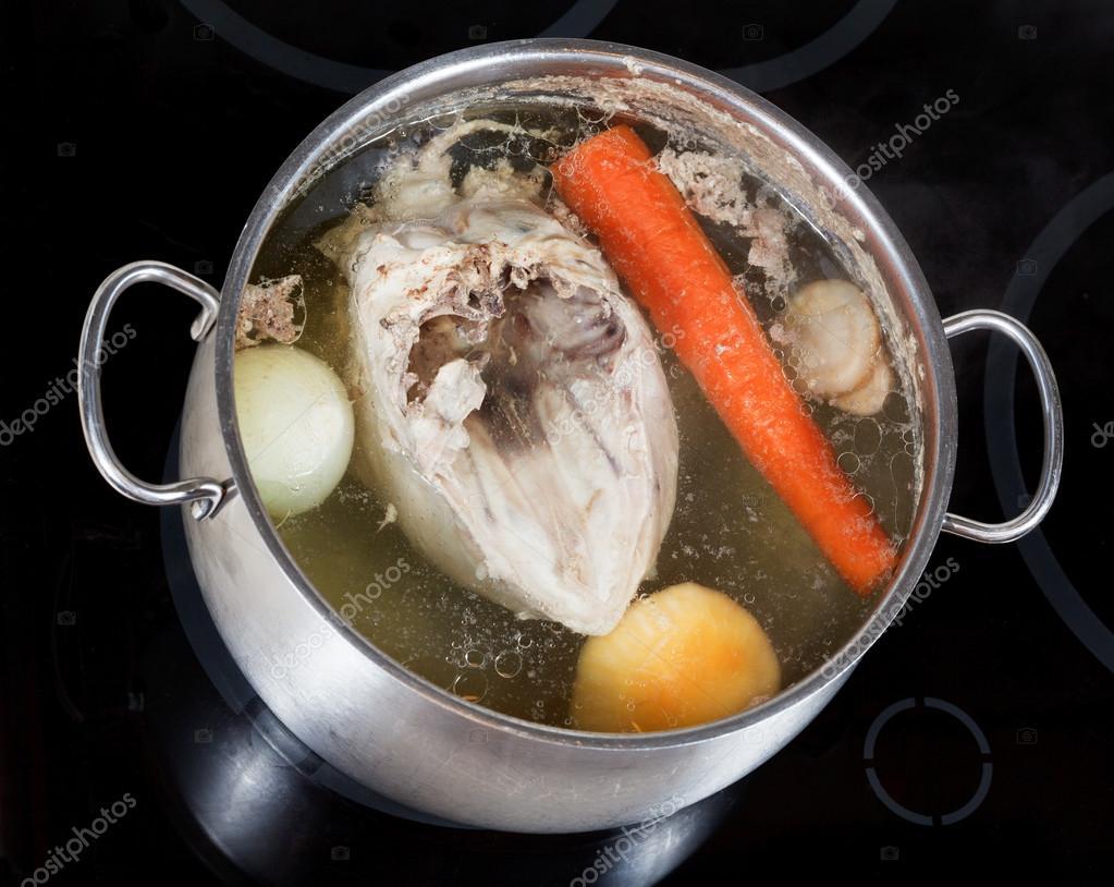 Punto De Ebullición De Caldo De Pollo Con Verduras Del