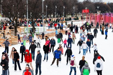 Crowds of townsfolk skating rink in Gorky Park