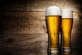 Photo Two glass beer on wood background with copyspace