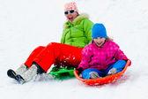 Fotografie Winterspiele, Spaß, Schnee und Familie Rodeln im Winter Zeit