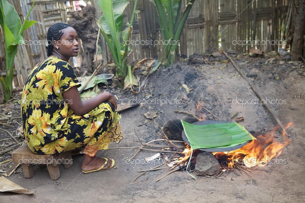 Femme Africaine Est La Cuisine Photo Editoriale C Ajlber 26612561