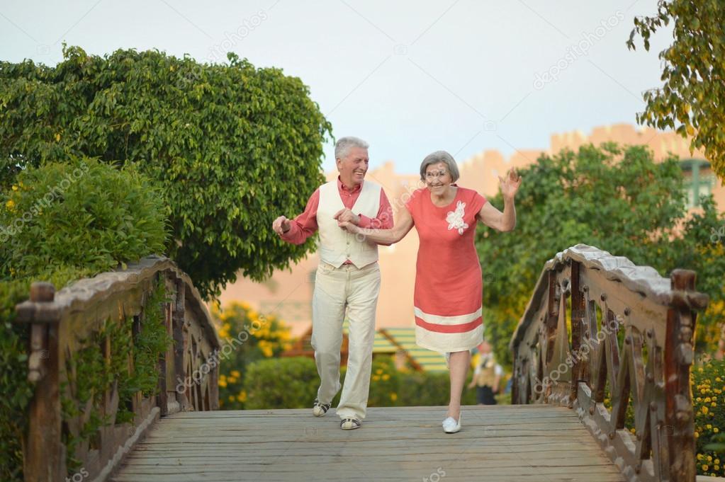 Пожилая пара снялась обнаженной, доказав, что и