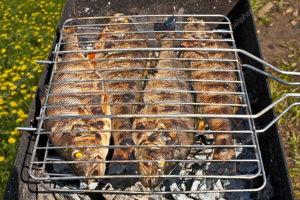 Pescado a la parrilla foto de stock woldee 14701003 - Parrillas para pescado ...