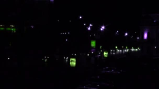 noční město s požáry aut. časová prodleva