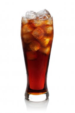 Cola with ice cubes in a glass.