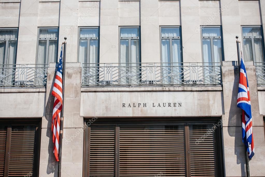 Londres, Royaume-Uni - 28 août, 2013   ralph lauren flagship store façade  sur new bond street à Londres le 28 août, 2013. Ralph lauren est devenu le  premier ... 3f1e75e99b6