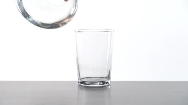 servírovací sklenice vody