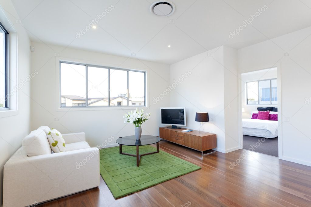 Kleine moderne woonkamer u stockfoto epstock