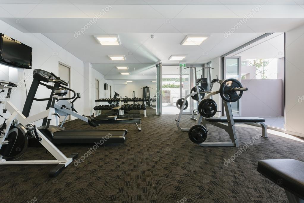 salle de sport moderne photographie epstock 22318331. Black Bedroom Furniture Sets. Home Design Ideas
