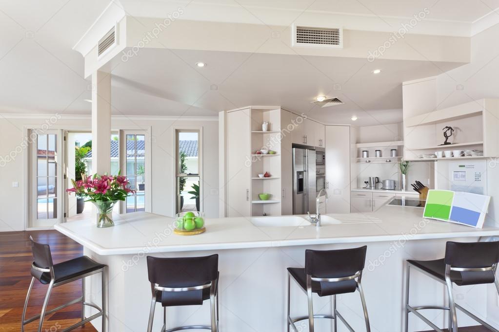 moderna cocina blanco mínimo — Fotos de Stock © epstock #39228795