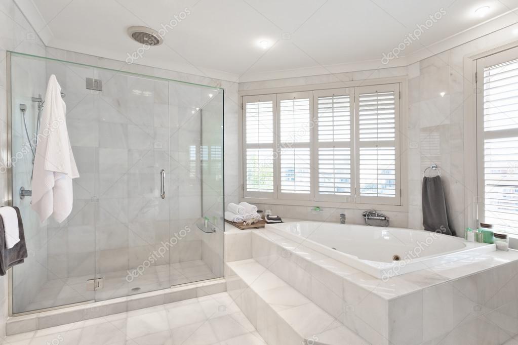 Mooie Moderne Badkamers : Mooie moderne badkamer in australische herenhuis u2014 stockfoto