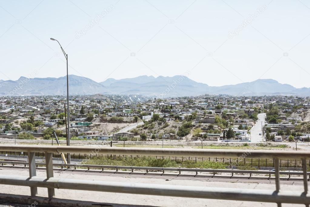 El Paso cityscape with mountains in background