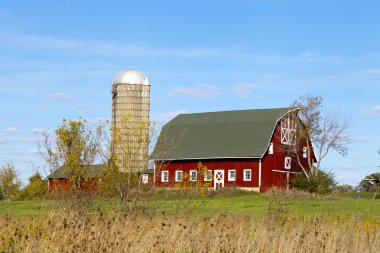 Traditional American Barn (Autumn Season)