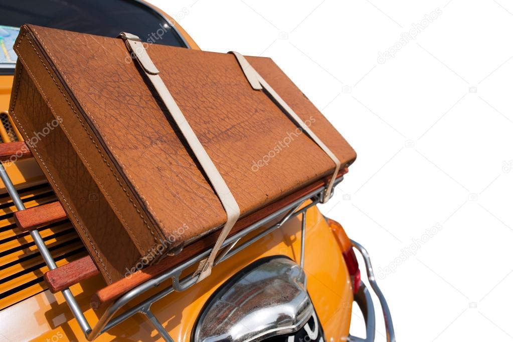 vieille valise l 39 arri re d 39 une voiture peu photographie catalby 46838943. Black Bedroom Furniture Sets. Home Design Ideas