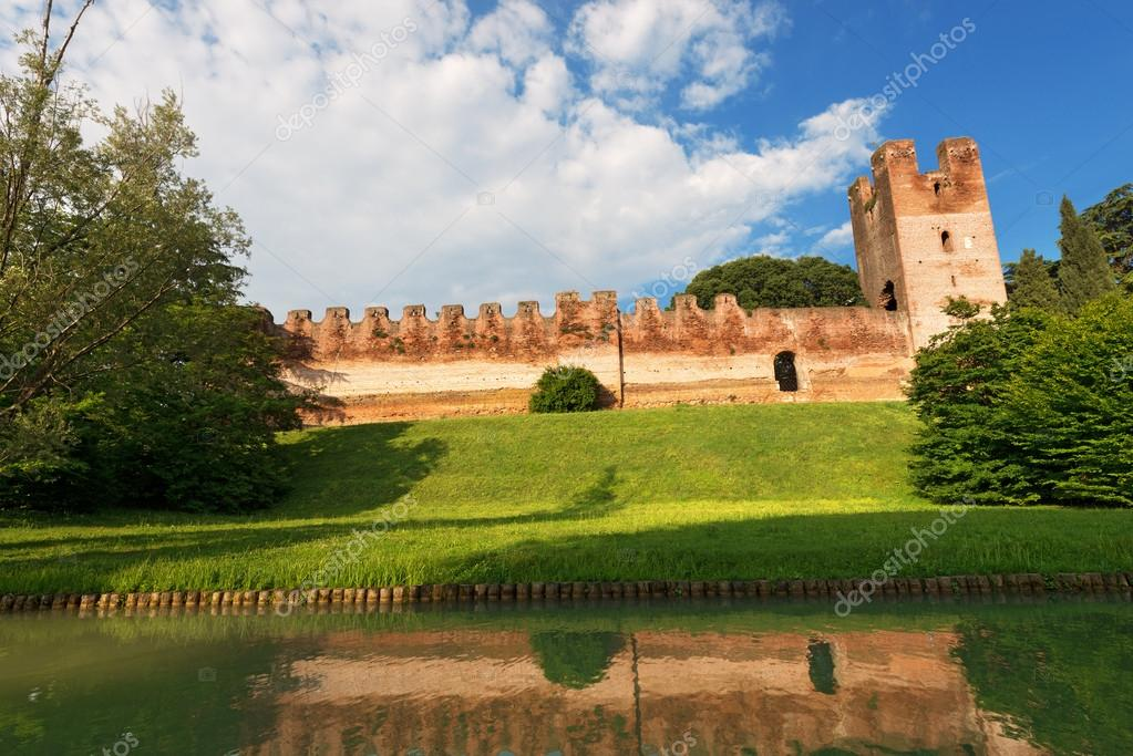 castelfranco veneto chat Castelfranco veneto (venetian: casteło) is a town and comune of veneto, northern italy, in the province of treviso, 30 kilometres (19 miles) by rail from the town of.