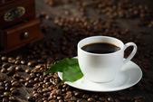 šálek černé kávy