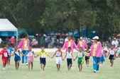 Neidentifikovaný thajští studenti během sportu průvod.