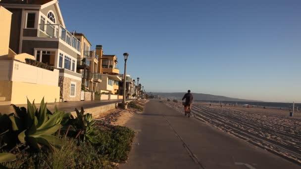 Halloween kostýmy a masky na domy na pláži v hermosa beach v los angeles