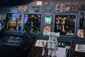Panel für Verkehrsflugzeuge in der Nacht