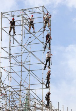 build high-rise metal structures