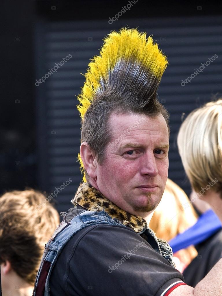 Punk Frisur Redaktionelles Stockfoto C Nevenm 40719433