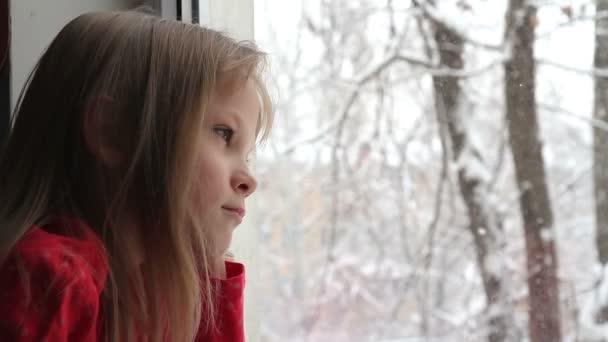 sníh mimo okno