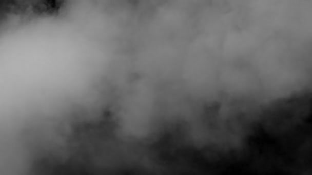 bílý kouř na černém pozadí