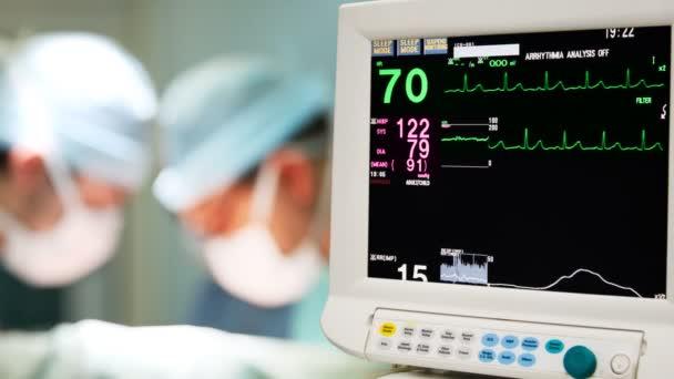Überwachung des Kardiogramms im Operationssaal