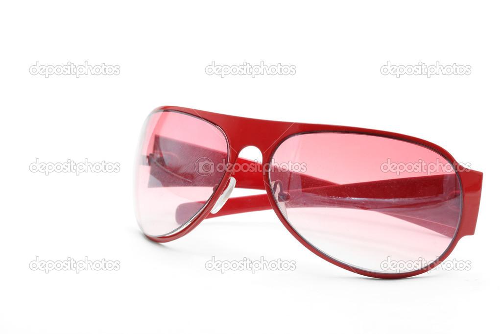 67db1c2b51 Γυαλιά ηλίου απομονωμένες μόδα κόκκινο σε λευκό φόντο πλευρά προοπτική —  Εικόνα από ...