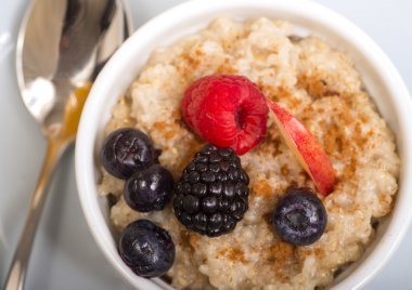 Oats  with fresh fruit