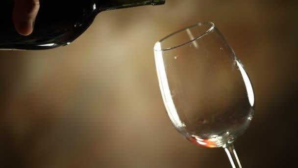 Nalil víno