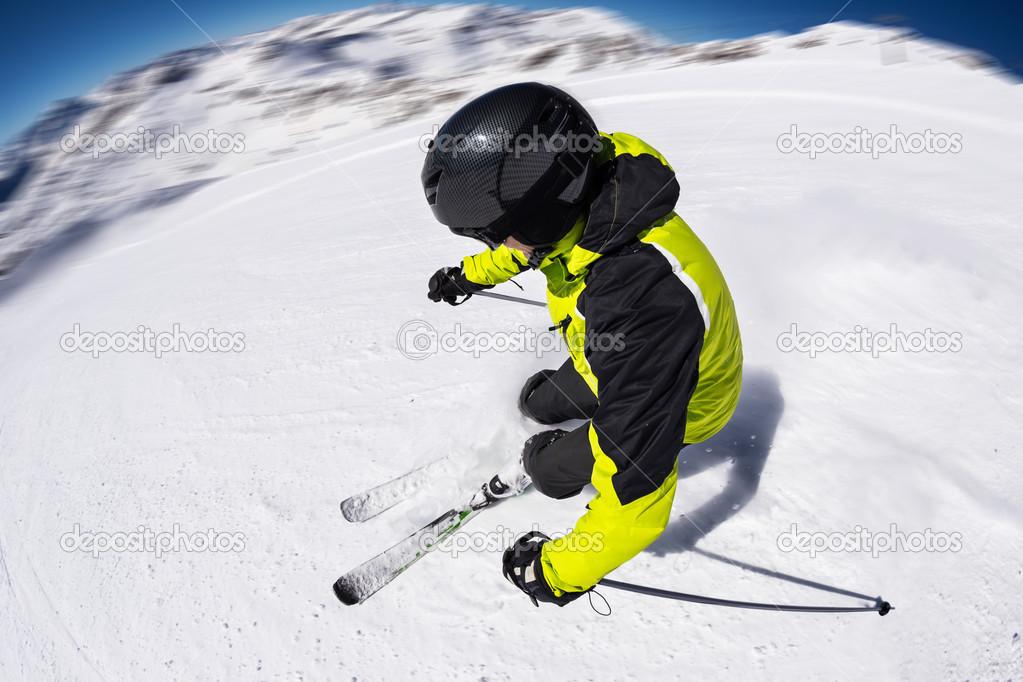 картинка горнолыжники на склонение него