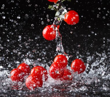 Tomatoes in water splashes