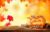 Fotografia spaventoso hallowen zucca su legno