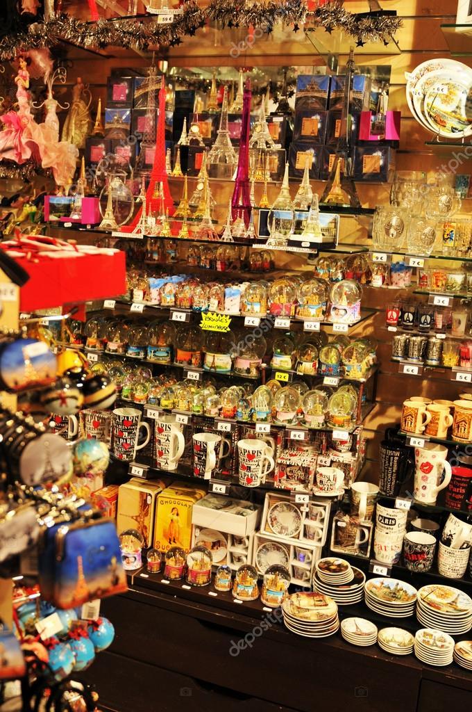 Souvenir shop in Paris, France – Stock Editorial Photo