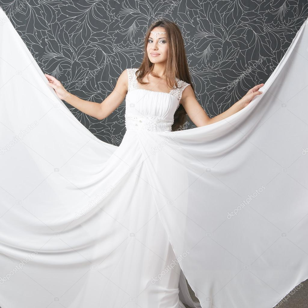Beautiful indian woman in white wedding dress — Stock Photo ...