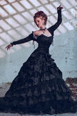 Fotografie mysteriöse Frau in schwarzen Kleid