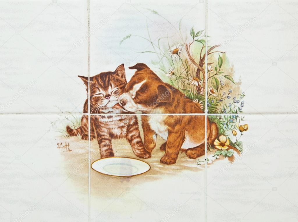 Piatti dai riflessi metallici foto di ceramica gatti