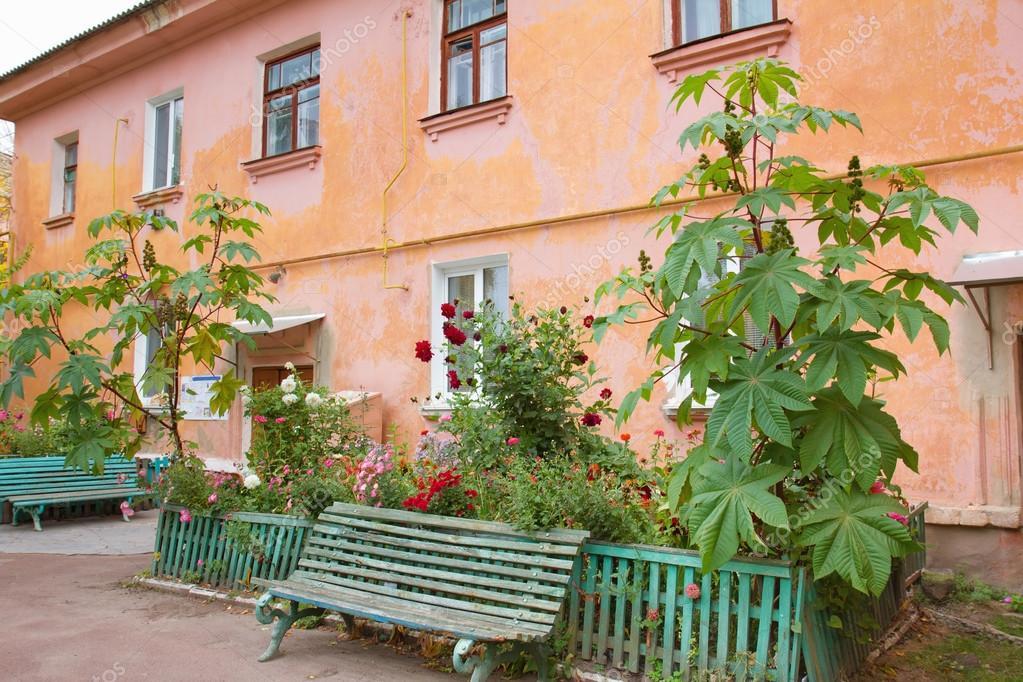 Fronda Muebles De Jardin.Banco Verde De Una Antigua Casona De La Fronda Fotos De