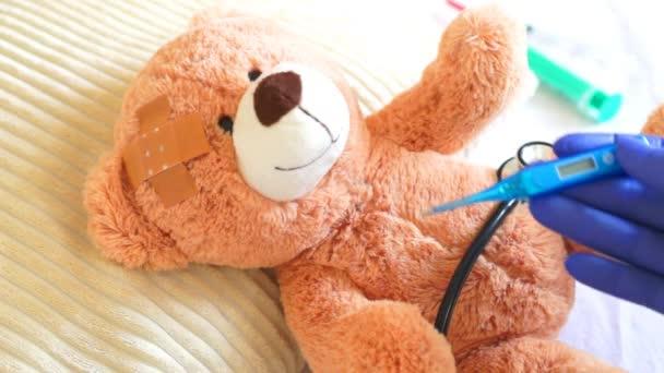 Teddy na pediatr