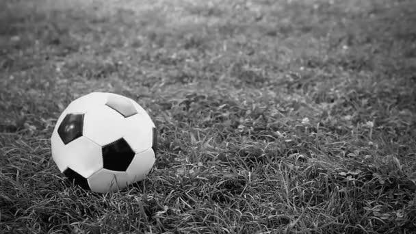 A kamera mutatja a labdát. Vintage videóinak