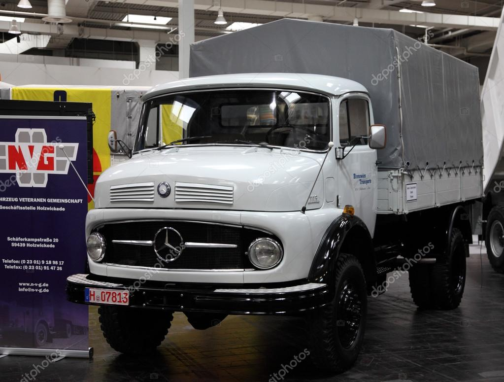 Mercedes Benz 1113 truck from 1965 — Stock Photo