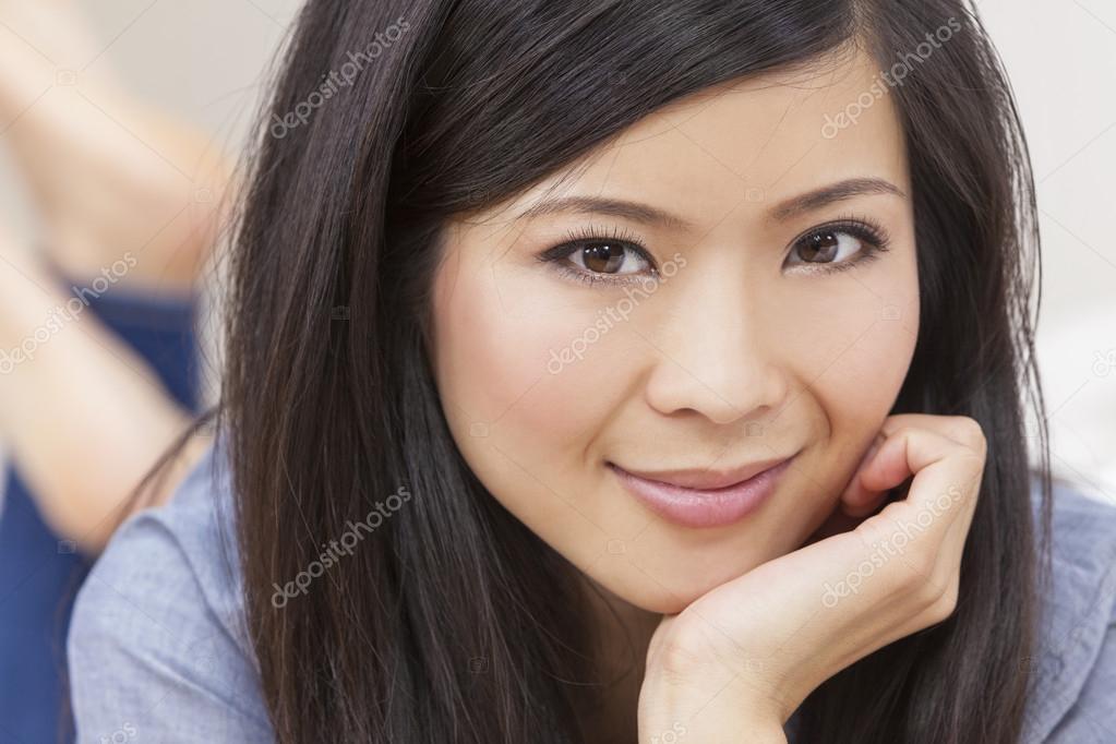 belle jeune femme chinoise asiatique photographie dmbaker 31692797. Black Bedroom Furniture Sets. Home Design Ideas