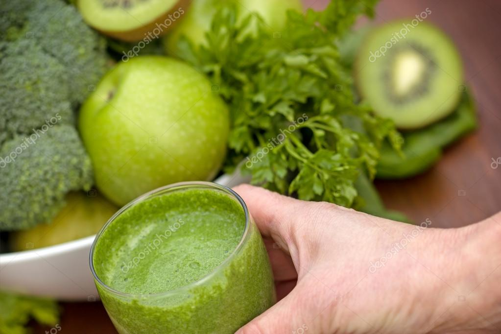 Green smoothie in hand