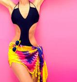 torzo dívka v módní plavky