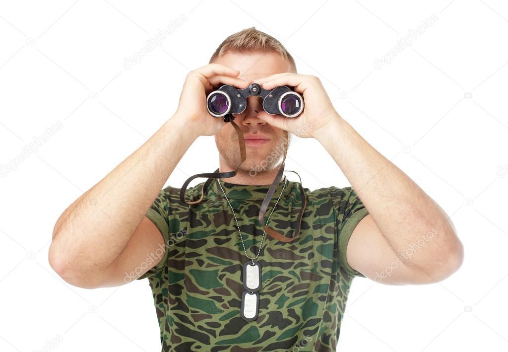 Junger soldat durch ferngläser u stockfoto gladkov
