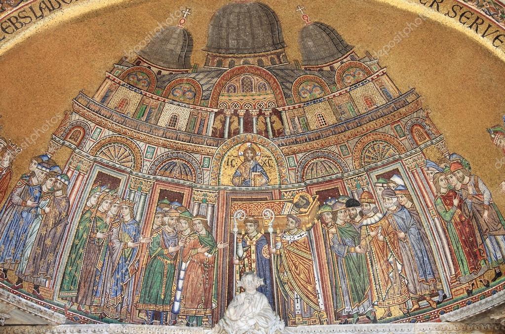 mosaico na fachada Catedral de St mark — Stock Photo ...
