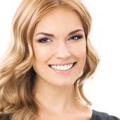 Spokojený úsměv mladá žena, přes bílý