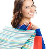 mladá šťastná žena s nákupní tašky, izolované