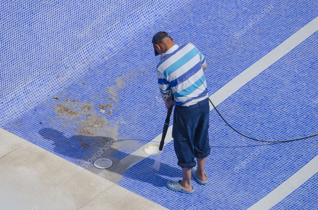 Cleaning the pool ground stock photo alfonsodetomas for Pool design mistakes